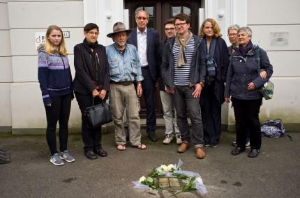 """Mitglieder der Initiative """"Boppard setzt Stolpersteine"""" mit Gunter Demnig (Künstler), Norbert Neuser (MdEP) (Foto: Gerd Michaelis)"""
